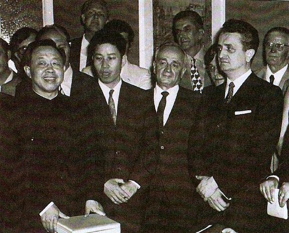 1971, Milano. Inaugurazione della sede dell'Istituto Italo Cinese per gli Scambi Economici e Culturali alla presenza dell'Ambasciatore della Repubblica Popolare Cinese in Italia, sig. Shen Ping e del Prefetto Mazza.